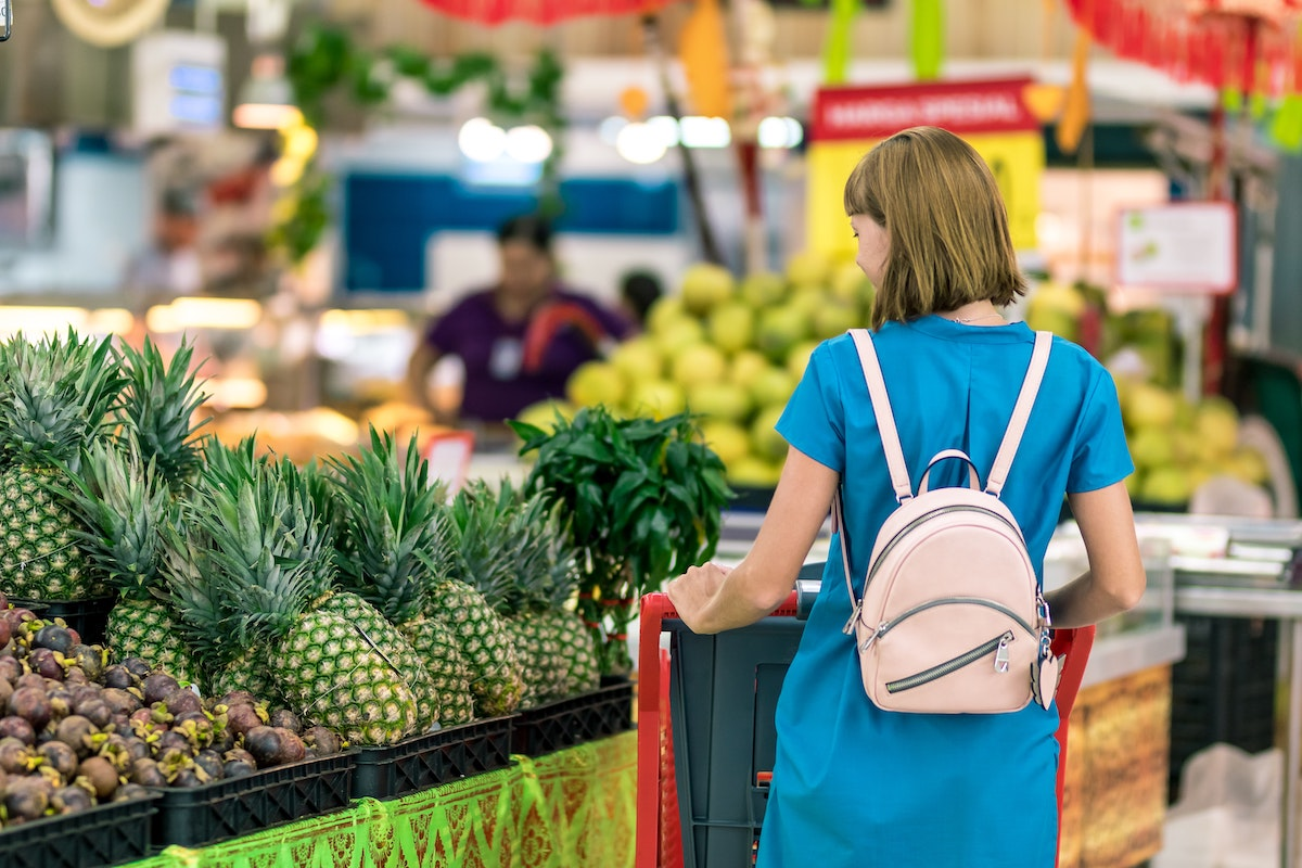 You are currently viewing 6 Tips for Grocery Shopping on a Budget
